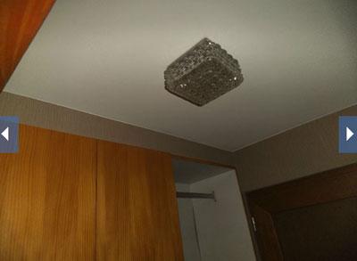 Kijk, dit is een van de logeerkamers.